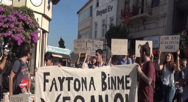 """Remove the phaetons"" protest in Büyükada"