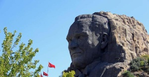 Largest Atatürk mask is taken into maintenance